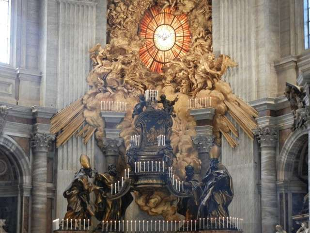 http://www.corrispondenzaromana.it/wp-content/uploads/2012/11/altare.jpg